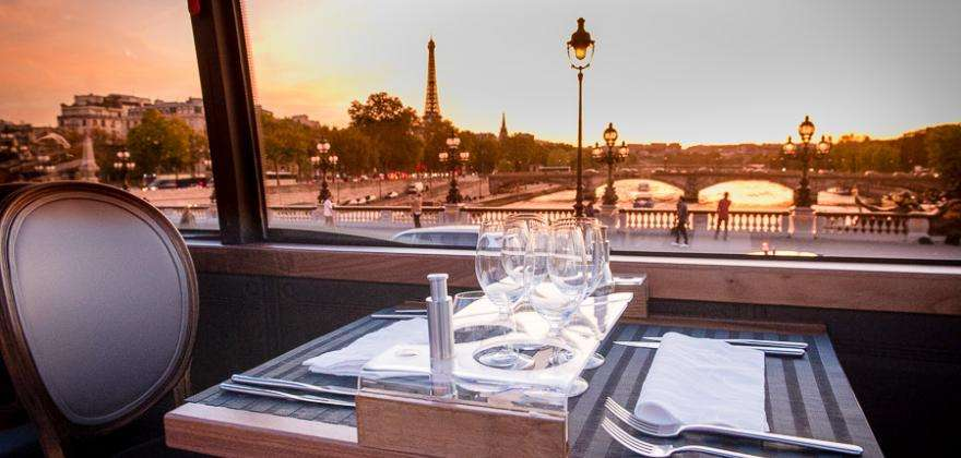 Cruise or Bustronome; enjoy an unusual Valentine's Day in the heart of Paris
